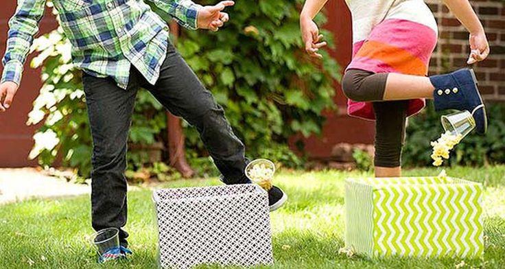 De popcorn race is een erg leuk spel om te organiseren op je #kinderfeestje. Het enige wat je nodig hebt is popcorn en emmers. Succes veel lol is verzekerd. #verjaardagsfeest