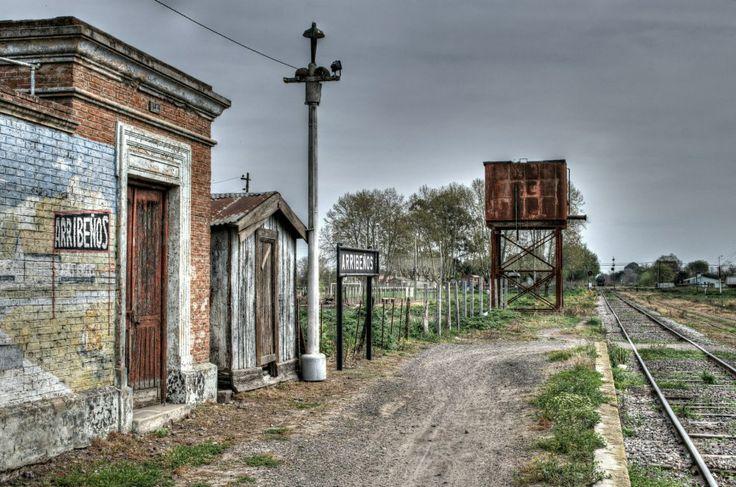 R- Estación de tren abandonada en un pueblo de Argentina-