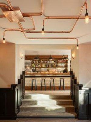 paredes de ladrillo sofs de cuero tuberas de cobre y sobre todo iluminacin estilo industrial son allgunas claves para el entorno perfecto y actual