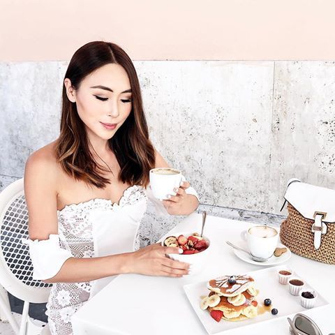 One of my favourite things to do in the mornings, aside from enjoying a delicious pancakes and acai bowl breakfast is to create my everyday eye look.   I used @RimmelLondonAU smudge-proof 'Exaggerate Liquid Liner' to create my winged feline flick and defined my brows using 'Brow Sculpting Kits' and 'Brow This Way Gel'. #rimmel #rimmellondon #breakfast #dessert #pancakes #acaibowl #acai #coffee #italy #italia #rome #roma #europe #travel #sponsored #makeup