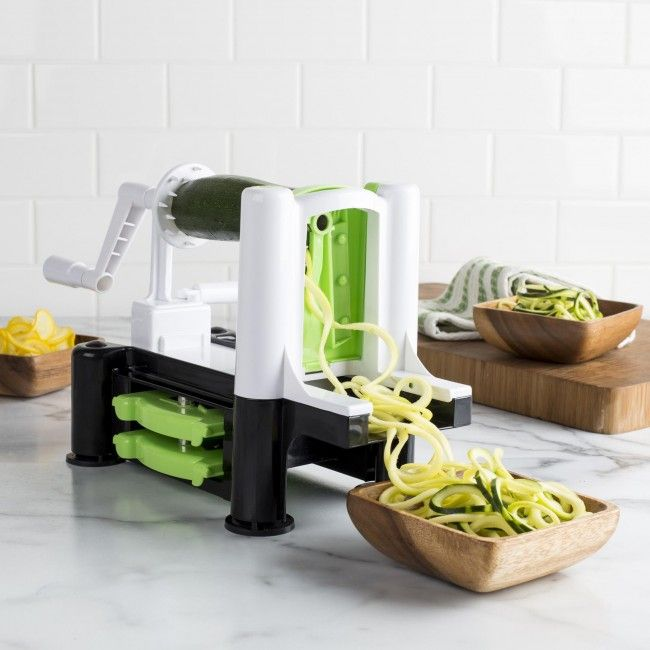 Make spiral cuts for your favourite fruits and vegetables in just a few seconds with just a turn of the handle. Perfect for salads and garnishes.