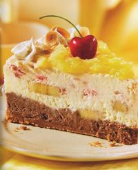 Banana Split Cheesecake!  I MUST try this! My fav dessert: cheesecake, check!  My fav fruit: pineapple, check!