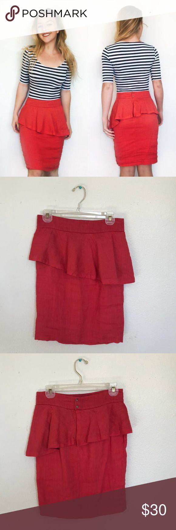 Zara skirt This skirt is all romance! Its the perfect balance of sexy and soft with the bodycon silhouette and flowy peplum at the top. Peep the lovely gold button details on the back!It's in perfect condition! Make an offer❤️🔥 Zara Skirts Pencil