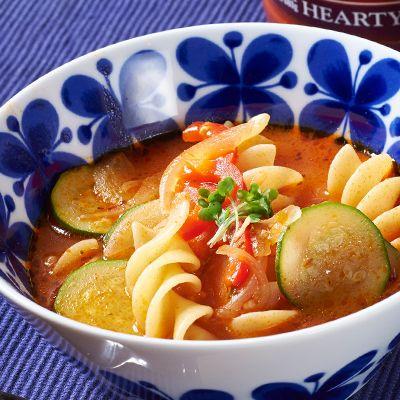 【レシピ有】【調理時間20分】濃厚なトマトパスタソースを活用した、簡単スープ!たっぷりの野菜と大きいショートパスタが、食べ応えありの一品です♪  【使用食材:有機パスタソース トマト&バジル】 トマトピューレにトマトの角切りを加え、バジル、こしょう、ういきょうなどの香辛料で味を調えたソースです。パスタソースの他に、ピザソースとしてもご利用いただけます★ - 80件のもぐもぐ - 野菜のスープパスタ by Reciple