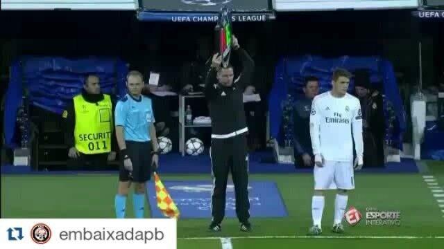 Casemiro foi aplaudido de pé hoje no Santiago Bernabéu, vitória do Real Madrid sobre o Roma. (via Embaixada do Acre - SPFC - embaixadaac | Instagram)