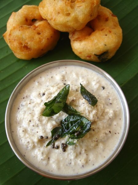 Hotel style coconut chutney recipe - Subtly spiced and tempering with curry leaves gives the coconut chutney all the charm it needs to be your favorite side with dosa and idli.