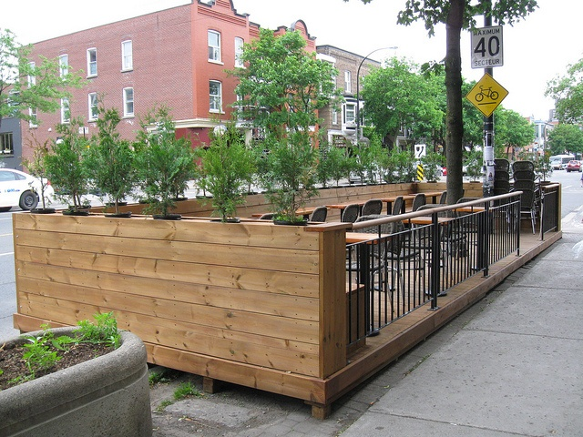 Very cool planters installed in box outdoor spaces for Cubicle planter box