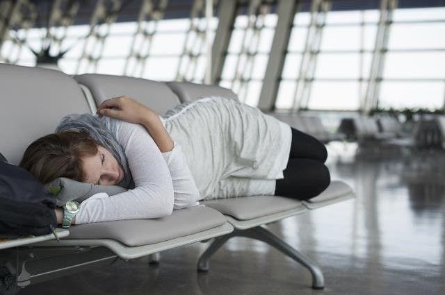 Vuelos última hora: 4 trucos para evitar el jetlag - Te proponemos cuatro formas efectivas de evitar o reducir el efecto de los cambios de horario cuando tienes que hacer un viaje con poca planificación y que representa muchas horas de vuelo. http://www.saldevacaciones.com/vuelos-ultima-hora-trucos-jetlag/