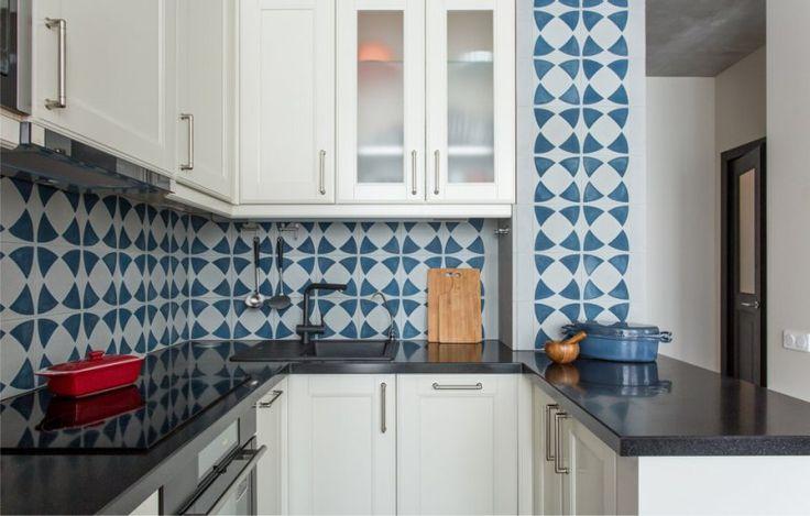 Синий фартук в интерьере кухни
