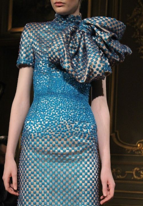 Jan Taminiau S/S 2013 Couture Runway Details  Fonte: monsieur-j  #moda #cor azul e bege