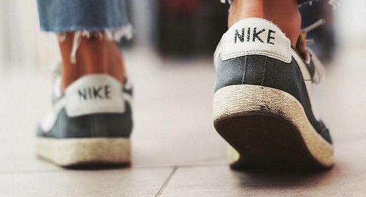 We kennen het allemaal wel. Heb je eindelijk die beauty's gekocht, loop je vol trots in de stad en dan ineens… piepende schoenen!