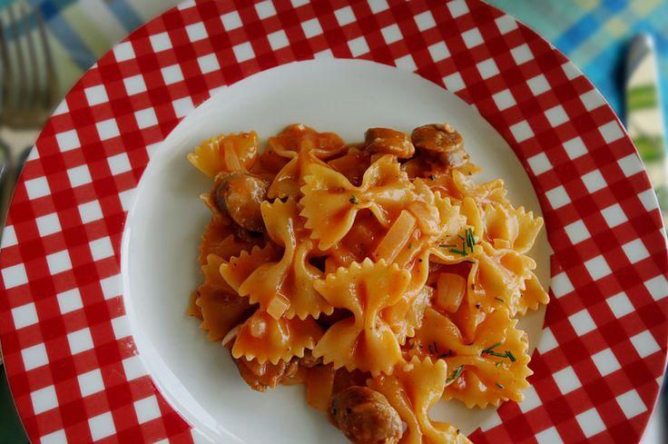 OnePot pasta med kryddra pølse.     Alt i en gryte pasta er jo bare så lettvint og ekstra kjekt når det smaker så godt som denne :)