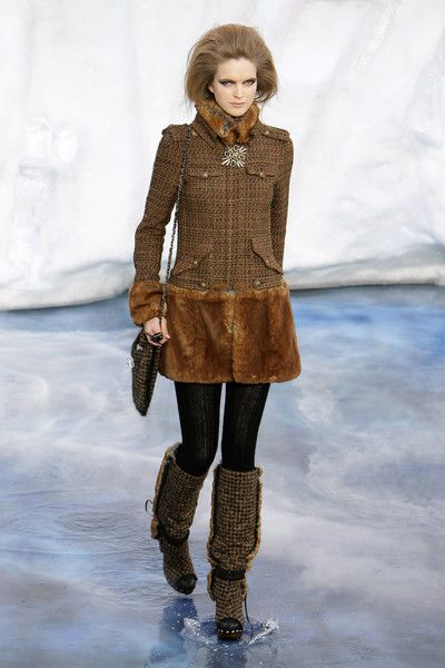 Chanel at Paris Fashion Week Fall 2010 - Runway Photos