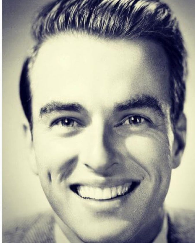 Montgomery Clift,love his beautiful smile. Great actor!