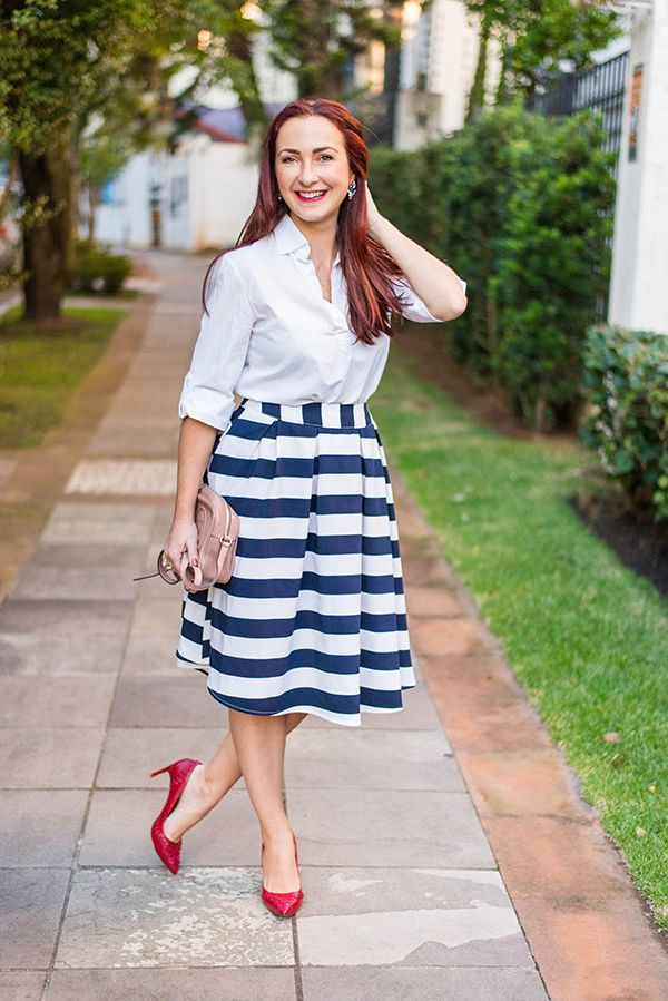 look com saia midi e scarpin vermelho. Stripped skirt. Red shoes