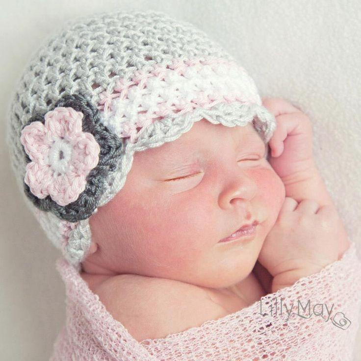 Lichtgrijs met wit en roze babymutsje van miimutsjes
