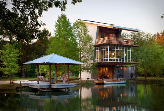 The most perfect pond house. I want to live here