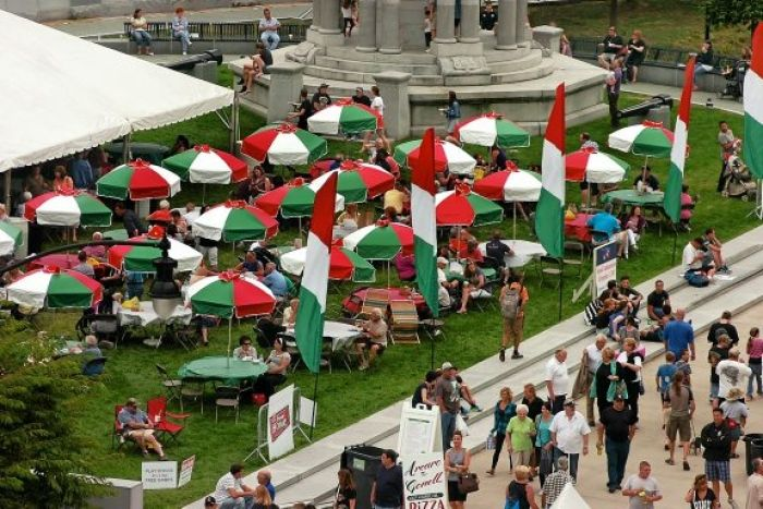 La Festa Italiana is the perfect event to try authentic Italian food from different restaurants and vendors! Every Labor Day weekend you can visit La Festa for fresh baked cannoli, endless amounts of pasta, shop from local vendors and artisans, and enjoy Italian bands and music on the live stage!