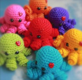 This week I am happy to bring you one of my more popular patterns from my old blog, Mini Ami Octopi!         I wrote this pattern back in 20...