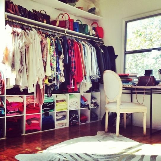 How to organize your closet no matter how small your for How to organize your walk in closet