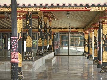 Keraton Sultan (King Palace) Yogyakarta, Java:  '88 huwelijksreis naar Indonesië met een start in Singapore, daarna Sumatra, Java, Lombok, Bali en Sulawesi. Wat een ervaring!