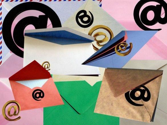 Megéri beüzemelni egy hírlevélküldő rendszert.  http://www.budapestmarketing.hu/index.php/marketing/hirlevelek.html