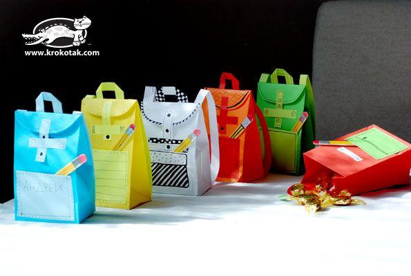 Papír iskolatáska óvodásoknak, apró kincsekkel megtöltve. A pontos elkészítése: http://krokotak.com/2014/09/paper-rucksack-for-sweets/