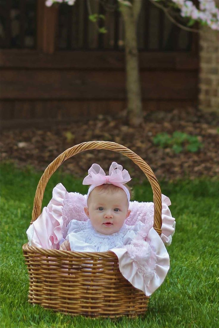 Easter basket baby. This is a good way to take a picture of your babies!!!!! So Adorable.. Love It...