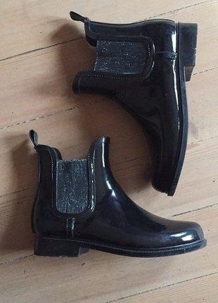 À vendre sur #vintedfrance ! http://www.vinted.fr/chaussures-femmes/bottes-and-bottines/25801835-bottines-de-pluie-noires