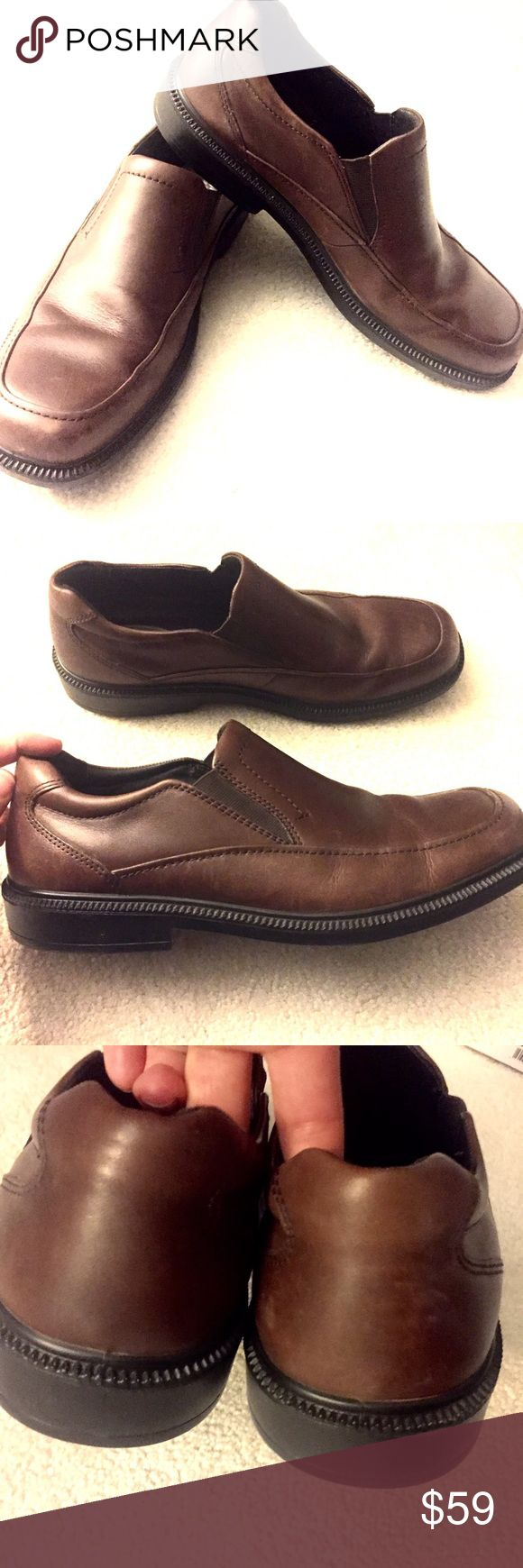 Men's Brown Hush Puppie Shoes size 11 Men's Brown Hush Puppie Shoes size 11M US. One inch heel. Comfortable sole. Very light scuffing on toes as shown. Worn once. Excellent condition. Hush Puppies Shoes Loafers & Slip-Ons