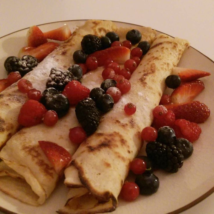 Baking some delicious pancakes for myself :) #pancakes #cooking #pannenkoeken #rodebes #bramen #frambozen #aardbei #zwartebes #delicious #bakingfun #instaphoto #foodpics #food #foodie #foodies by jojannekedijkstra
