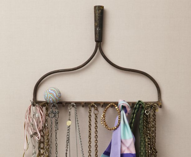 vintage rake for jewelry; I might do this as I have one of my grandfather's rakes.
