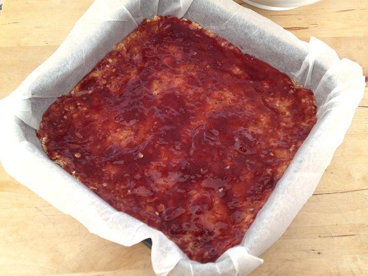 Barritas de avena y frambuesas, blog postres fáciles, crumble cake, cuadrados de avena y frambuesa, postres fáciles, postres para muchos, postres rápidos, recetas con avena dulces, recetas postres delikatissen