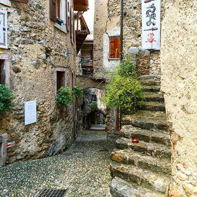 Walking through the small medieval village Canale di Tenno on our way from Lago de Tenno to Calvola #atlakegarda in #gardatrentino #travel #italy