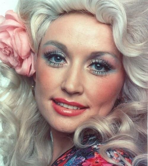 Dolly Parton... This may have been the 80s. Love this picture of her. She looks absolutely beautiful!
