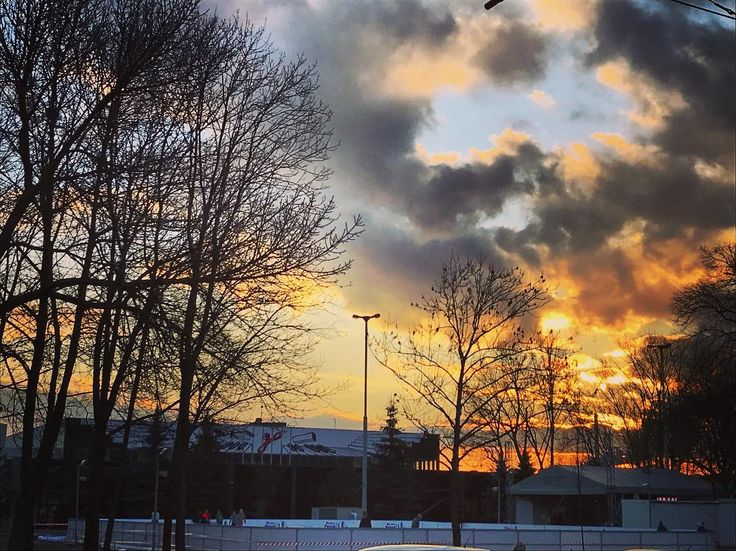 #lodowiskonck #encekfoodtruckpark #nowahuta #teraz #sunset #kulturakrk #krakowskakultura #ncknh #nowohuckiecentrumkultury #encek