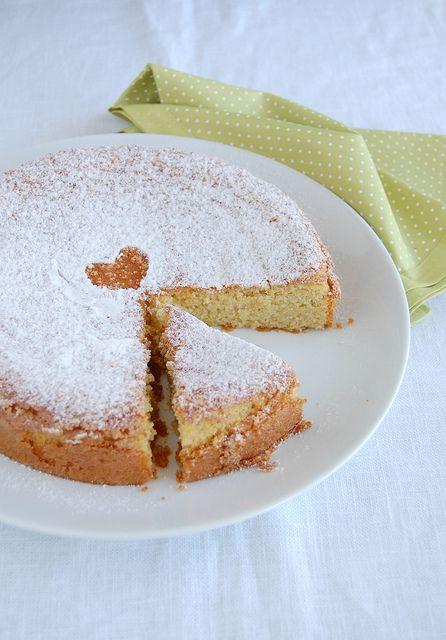 Almond cake (Tarta de Santiago) / Bolo de amêndoa (Torta de Santiago) by Patricia Scarpin, via Flickr                                                                                                                                                                                 Mais