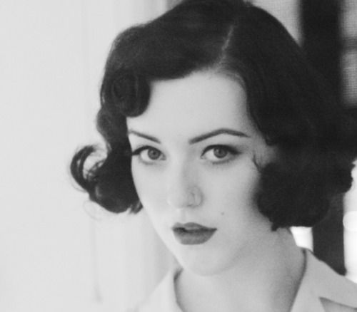 Gorgeous old-fashioned hairstyle #vintage