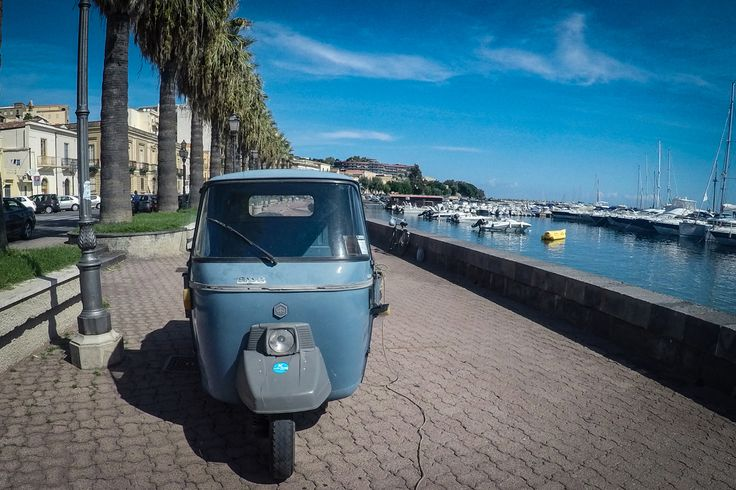 Милаццо / Италия / Сицилия / набережная / утро #Milazzo #italia #sicily #sea #yacht #travel #marina #boat #seafront #morning #fotoolgavolyanskaya