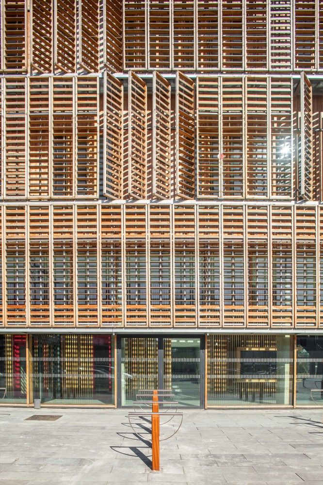 Compiègne Univeristy of Technology / Ameller Dubois & Associés, exterior dynamic wood sunscreen
