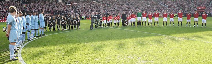 Both sides wear special commemorative shirts in a clash at Old Trafford in 2008 to mark the 50th anniversary of the Munich air disaster
