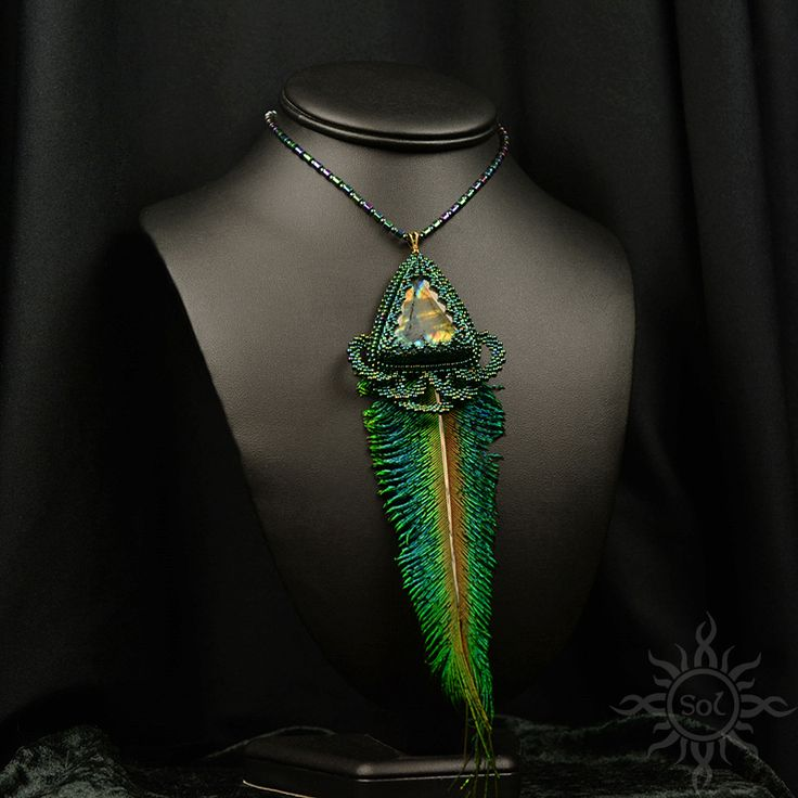 Anna Nieśpiałowska, Sol. Necklace with rainbow labradorite and peacock feather.  http://polandhandmade.pl/kategorie/beading/niespialowska-anna-sol/  #peacocknecklace #featherjewelry #woodlandfairy #labradoritejewelry #peacockjewelry