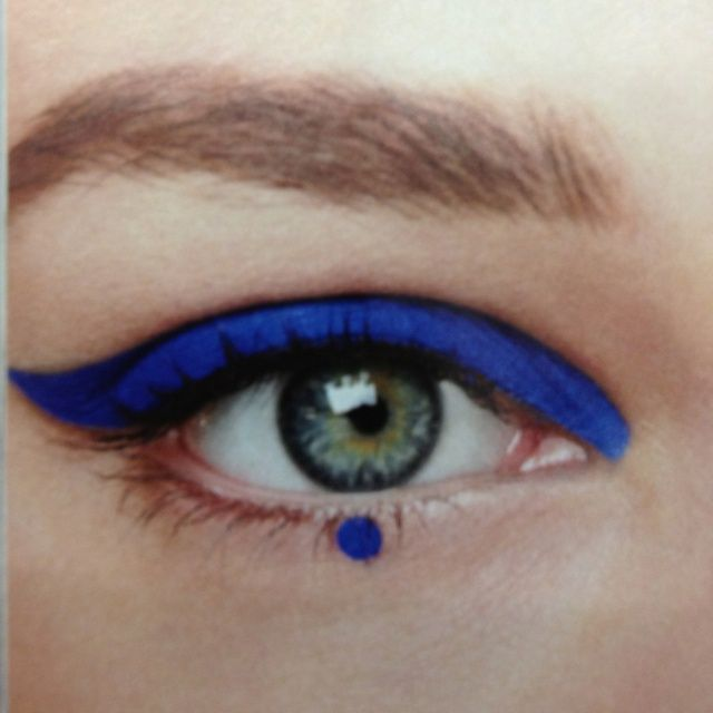 The blue dot changes it all! #blue #graphic #eyeliner would you dare?