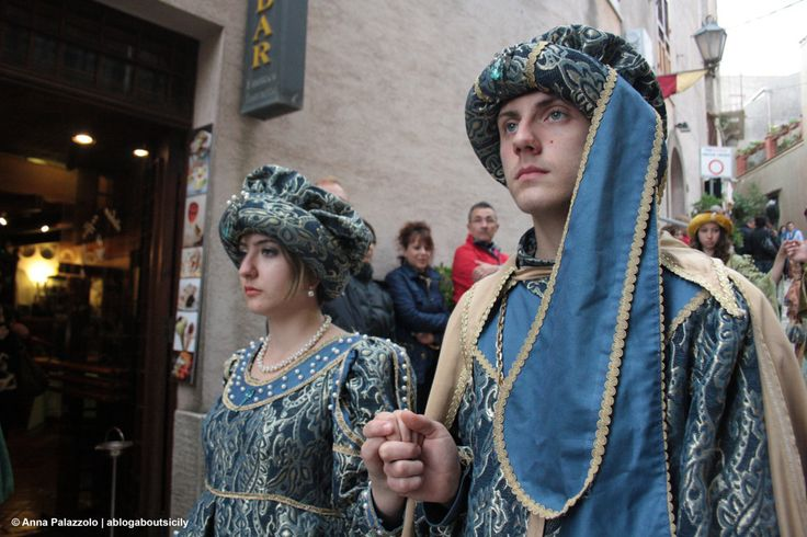 #Medieval parade in a cloudy day at #Erice. With these dress the Middle Age in #Sicily is real! ablogaboutsicily.wordpress.com