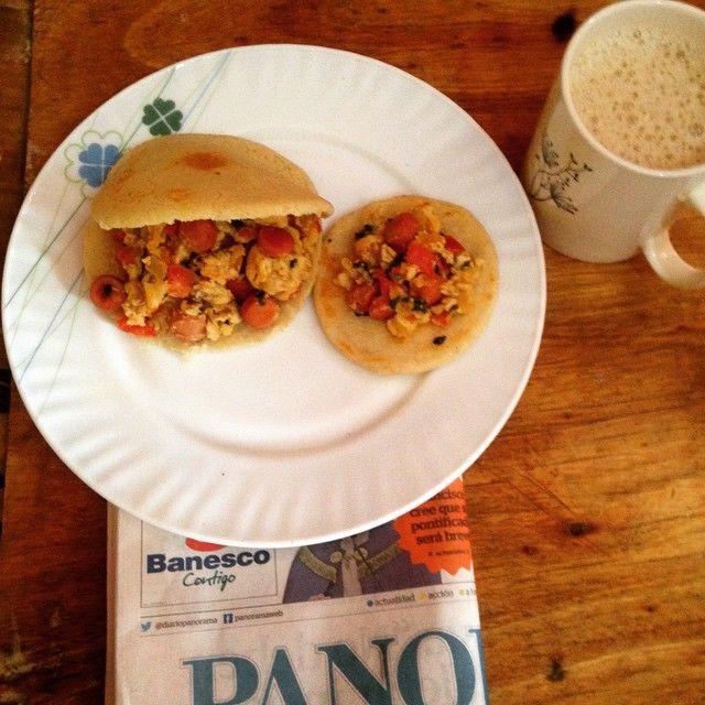 #mulpix Un buen desayuno maracucho arepas con perico una taza de café con leche y no podía faltar el Panorama. Y buenos días Mollejuos!! ☀️  #BuenosDias  #Desayuno  #Arepas  #Perico  #Cafe  #Panorama  #SinSalsas  #BuenDia  #Mollejuo  #ActivaTuMetabolismo  #PaQueMas  #Maracucho  #Martes  #RicoySabroso  #Criollito  #Maracaibo  #SoySaludable  #Zulia  #ComerBien  #ViveSano  #Likeforlike  #VidaActiva  #Saludable  #Positivo  #Dios