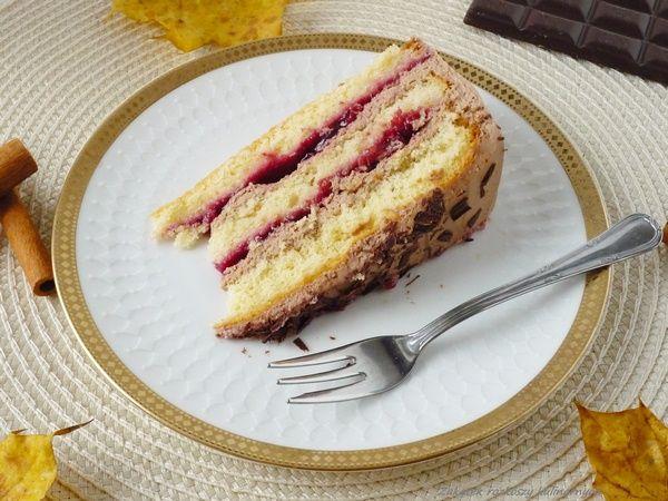 Tort migdałowy z konfiturą wiśniową i nutellą.