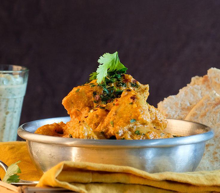 Durch das Marinieren in Joghurt und Gewürzen schmeckt dieses Curry unvergleichlich intensiv.