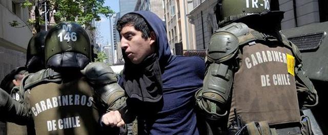 Carabineros detiene a seis personas en inicio de marcha estudiantil