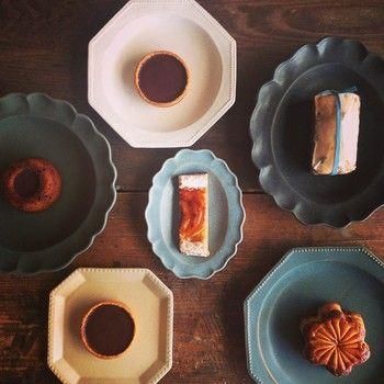 お気に入りの焼き菓子を、西洋皿にちょこんとのせればこんなに華やかに。
