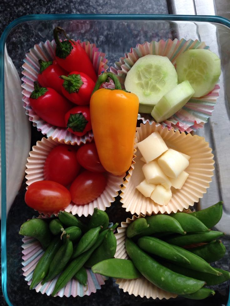 Veggie tray to-go using cupcake liners as dividers. Great for road trips or picnics!